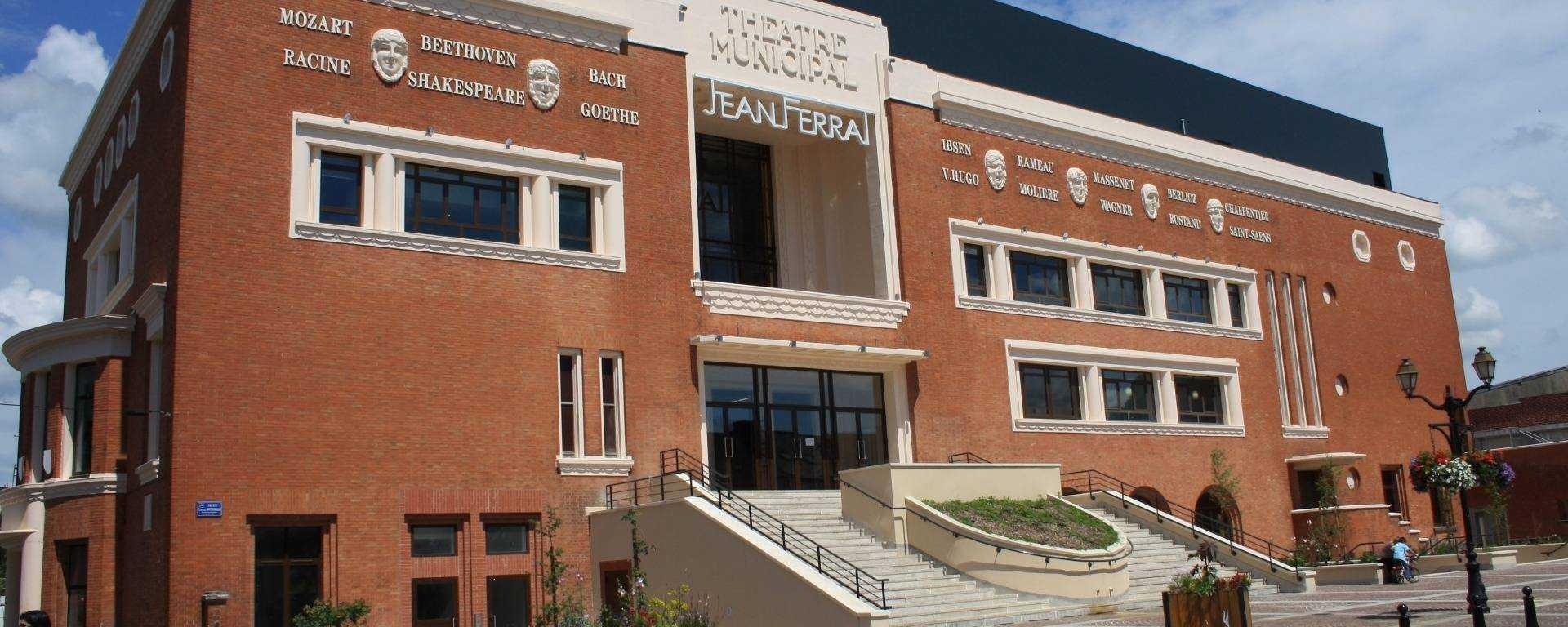 la façade du théâtre Jean Ferrat